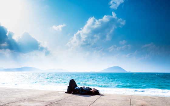 девушка, моря, берегу, море, голубым, лежит, под, небом, brunette,