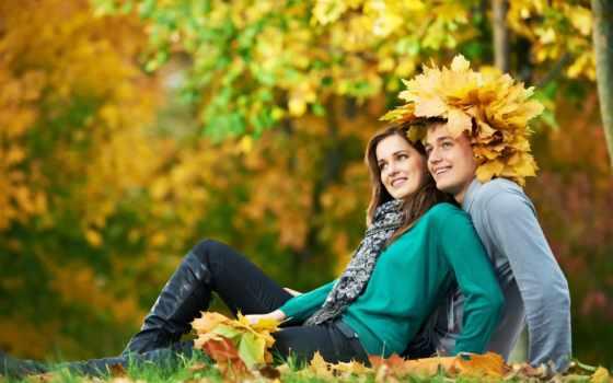 влюблённые - парень в шляпе из листьев