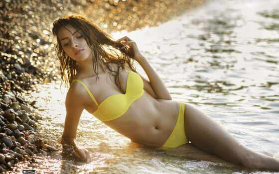 фото, девушка, devushki, красотки, лету, скучающие, галька, желтом, пляже, галечном, купальнике,