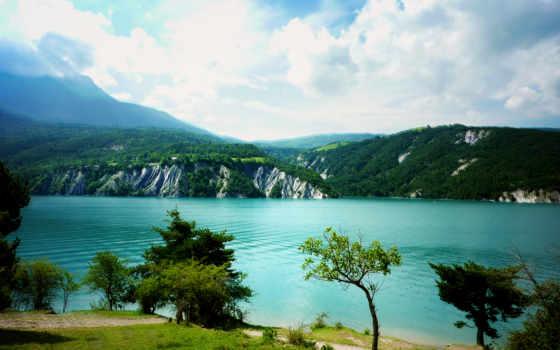 горы, природа, море, landscape, зелёный, трава, oblaka, trees, water, лес,