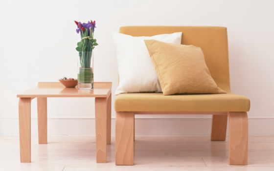 кресло, столик, цветы