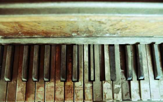 piano, abandoned