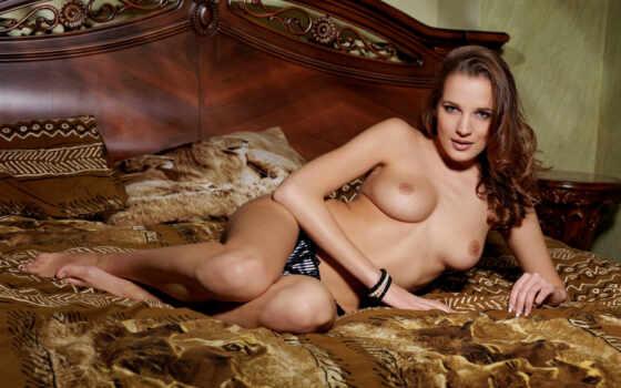 девушка на кровати Фон № 45523 разрешение 1920x1200
