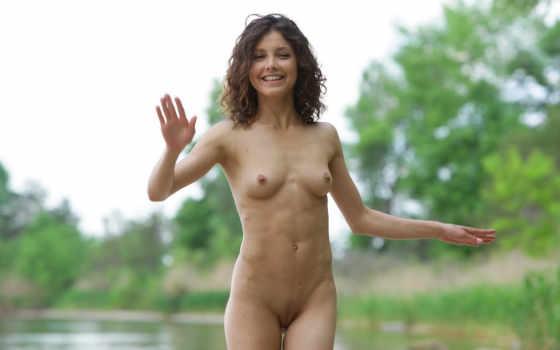 голая девушка, озеро