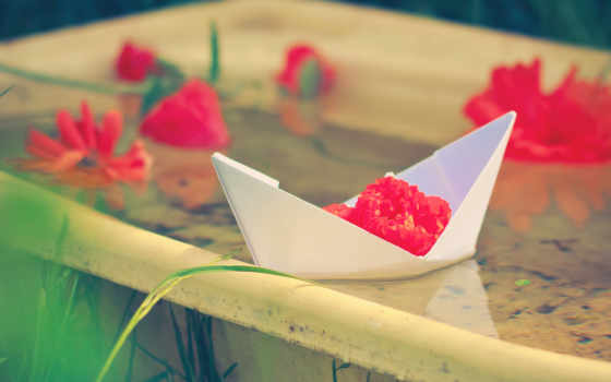 корабль, бумага, цветы