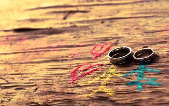 свадебные кольца на древесине