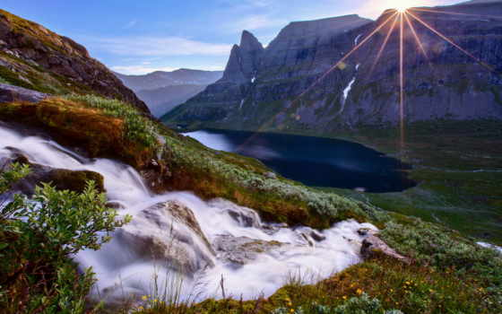 горы, sun, rays, лес, река, поток, природа, trees, солнца, небо, cvety,