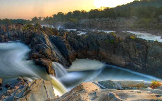 скалы и водопад