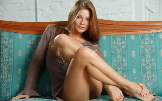devushka, ноги, диван