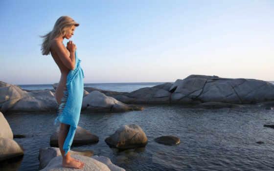девушка, girls, нужный, моря, банка, полотенце, полотенцем, море, прикрывшись,