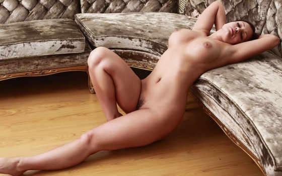 , голая, диван, красивая грудь, титьки,