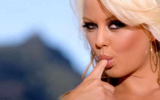 глаза, blonde, девушка, карие, взгляд, finger, сердце, страсть,