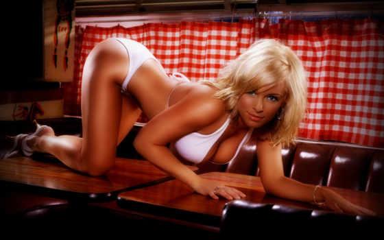 блондинка, украшения