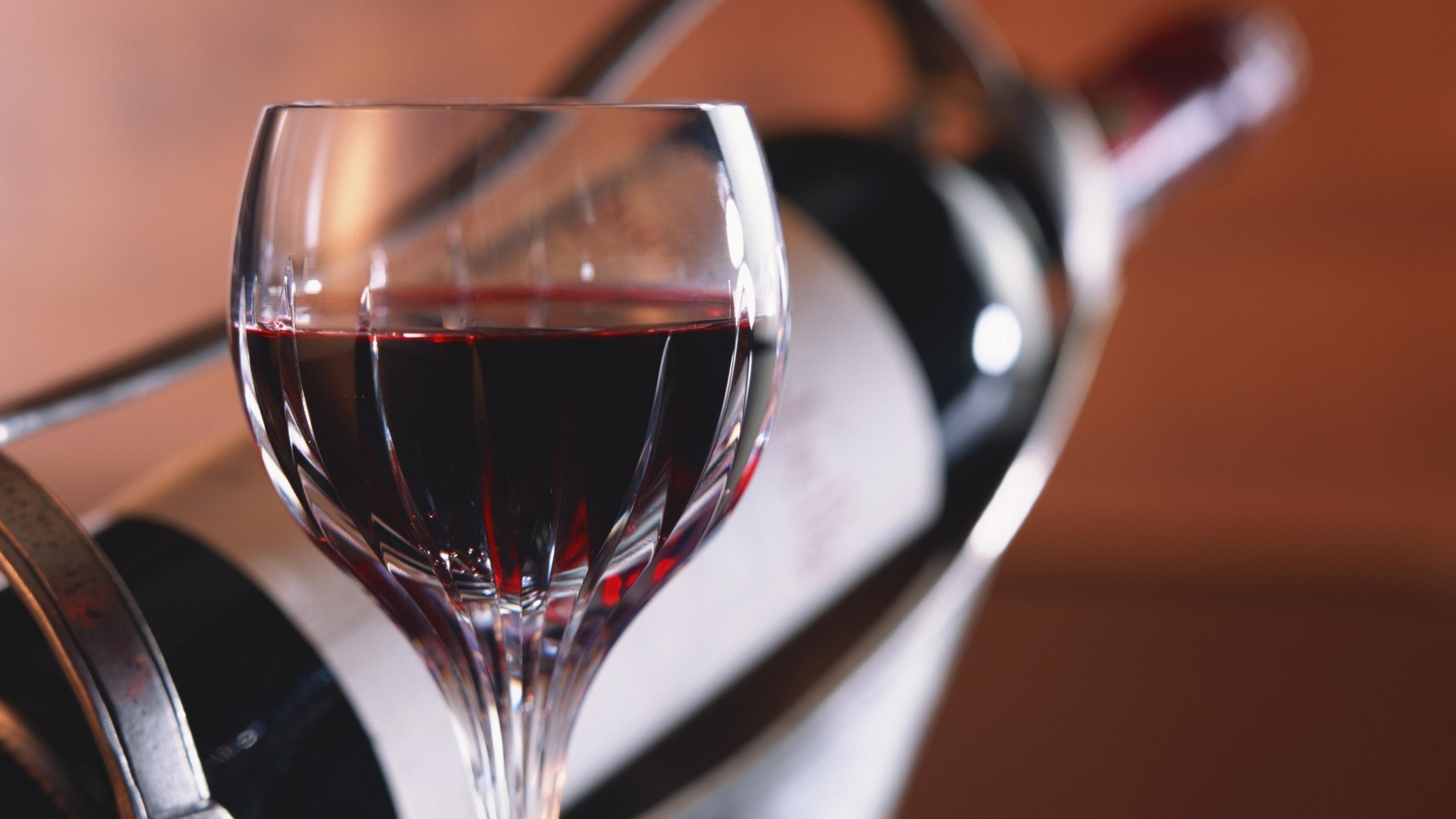 Обои бутылка, стол, бокал, вино, красное. Разное foto 15