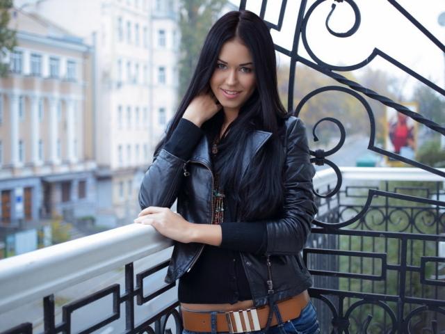 Красивая девушка балкон брюнетка большое разрешение / Смешные картинки
