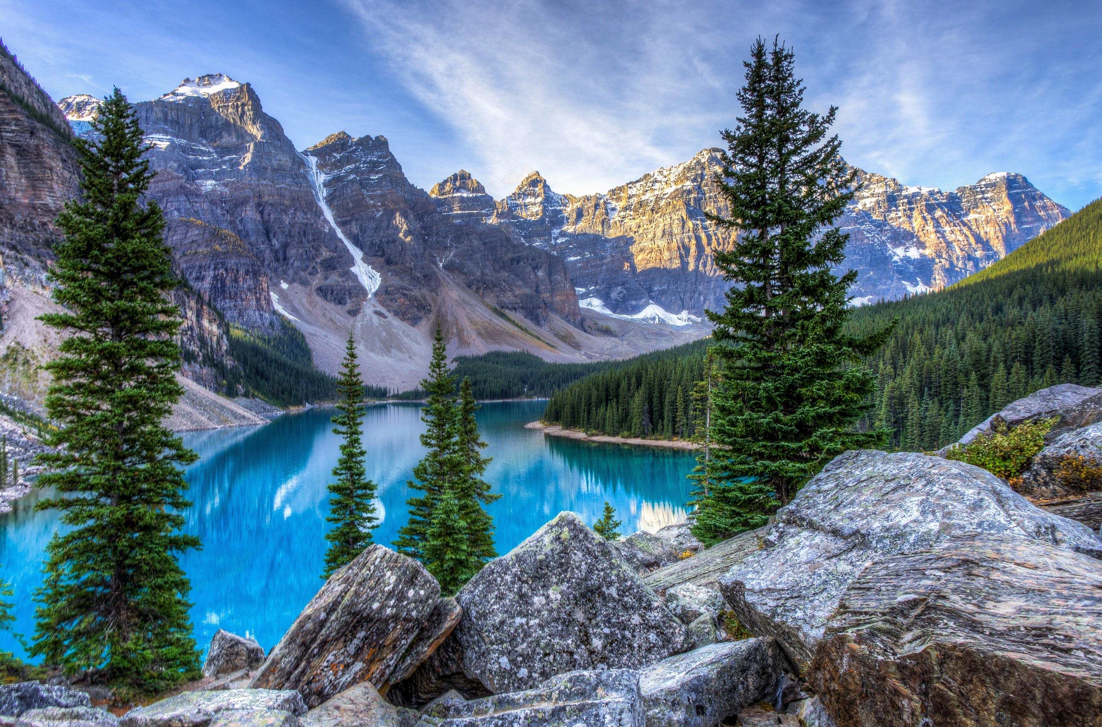 Облака над озером, галька, горы, лес  № 2950407 бесплатно
