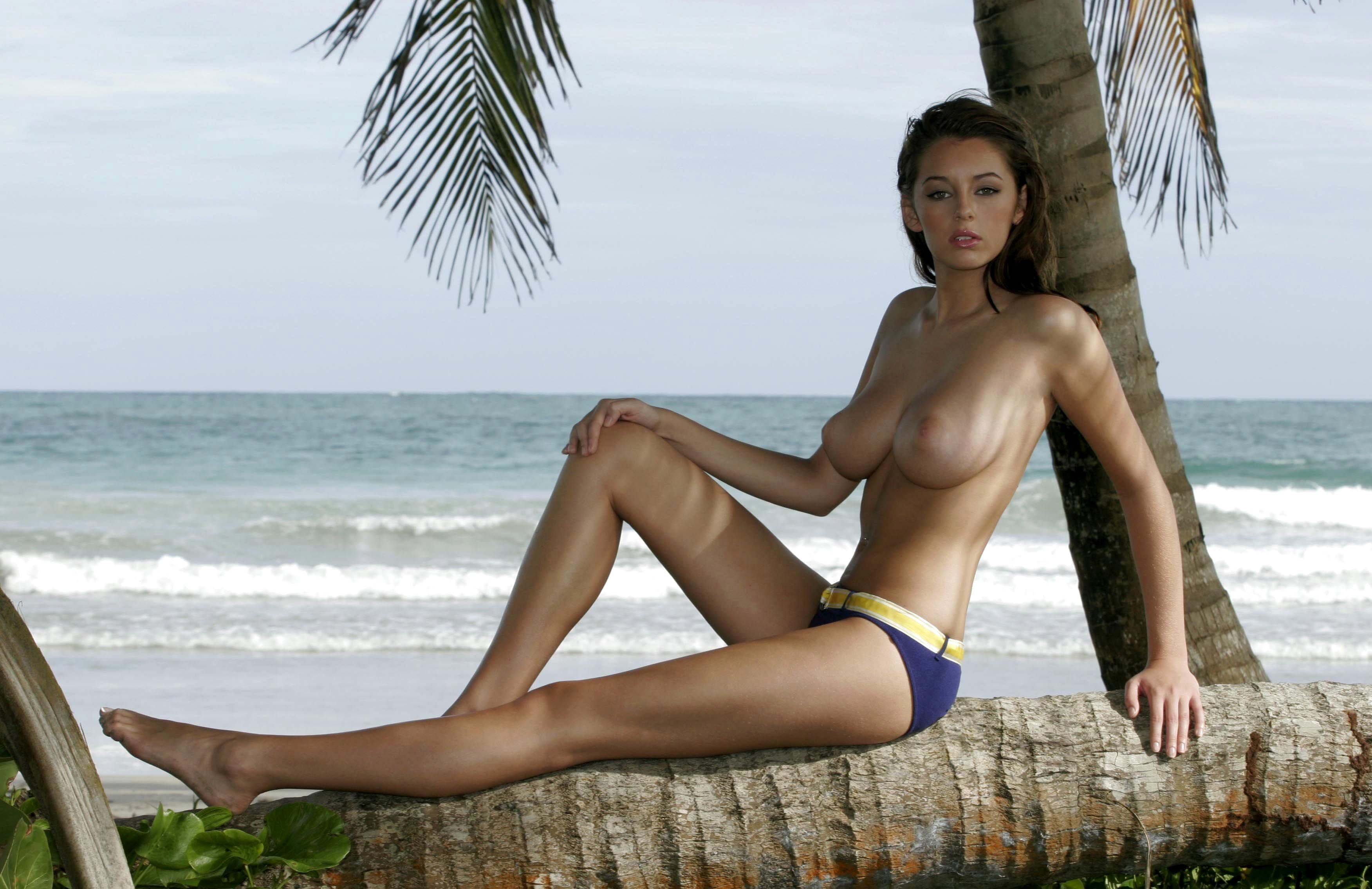 vanessa-girls-topless-chelsey-story-nude