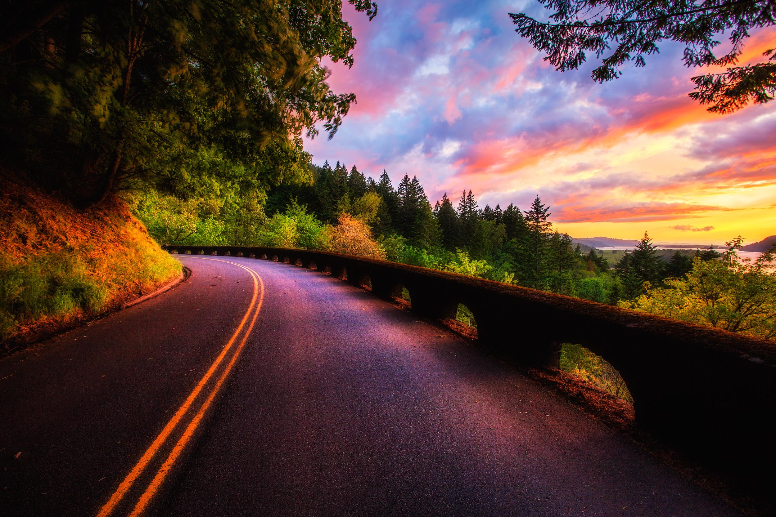 закат, девушка, лесная дорога без смс