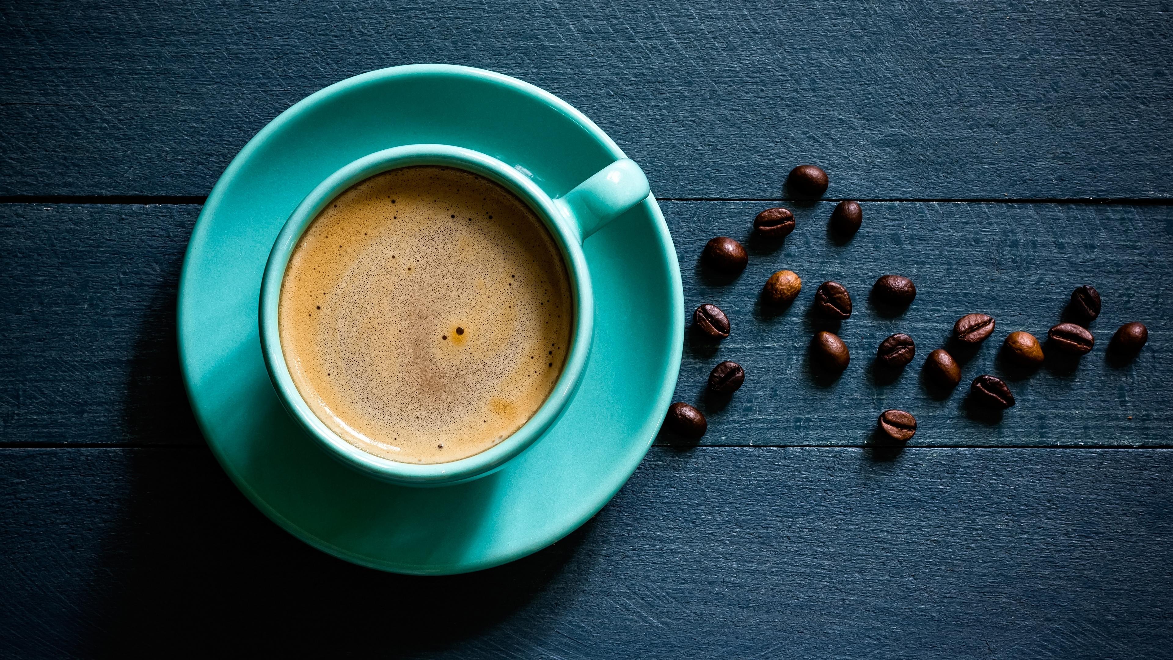 Чашка с кофе смотреть