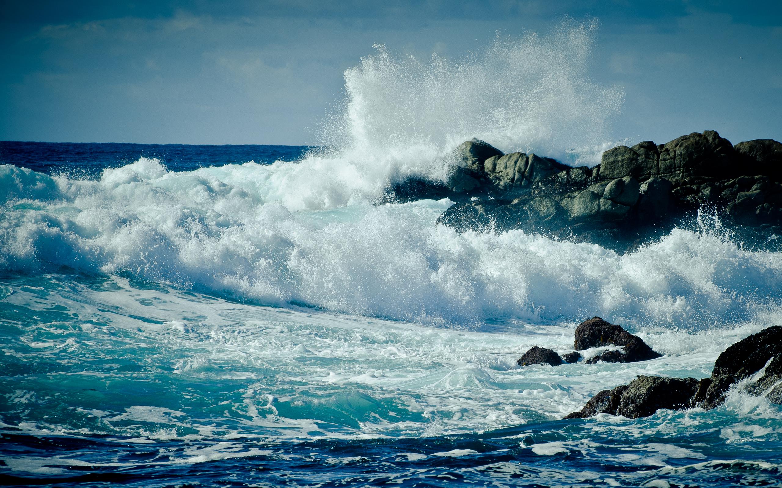 скала берег волны  № 2501496  скачать