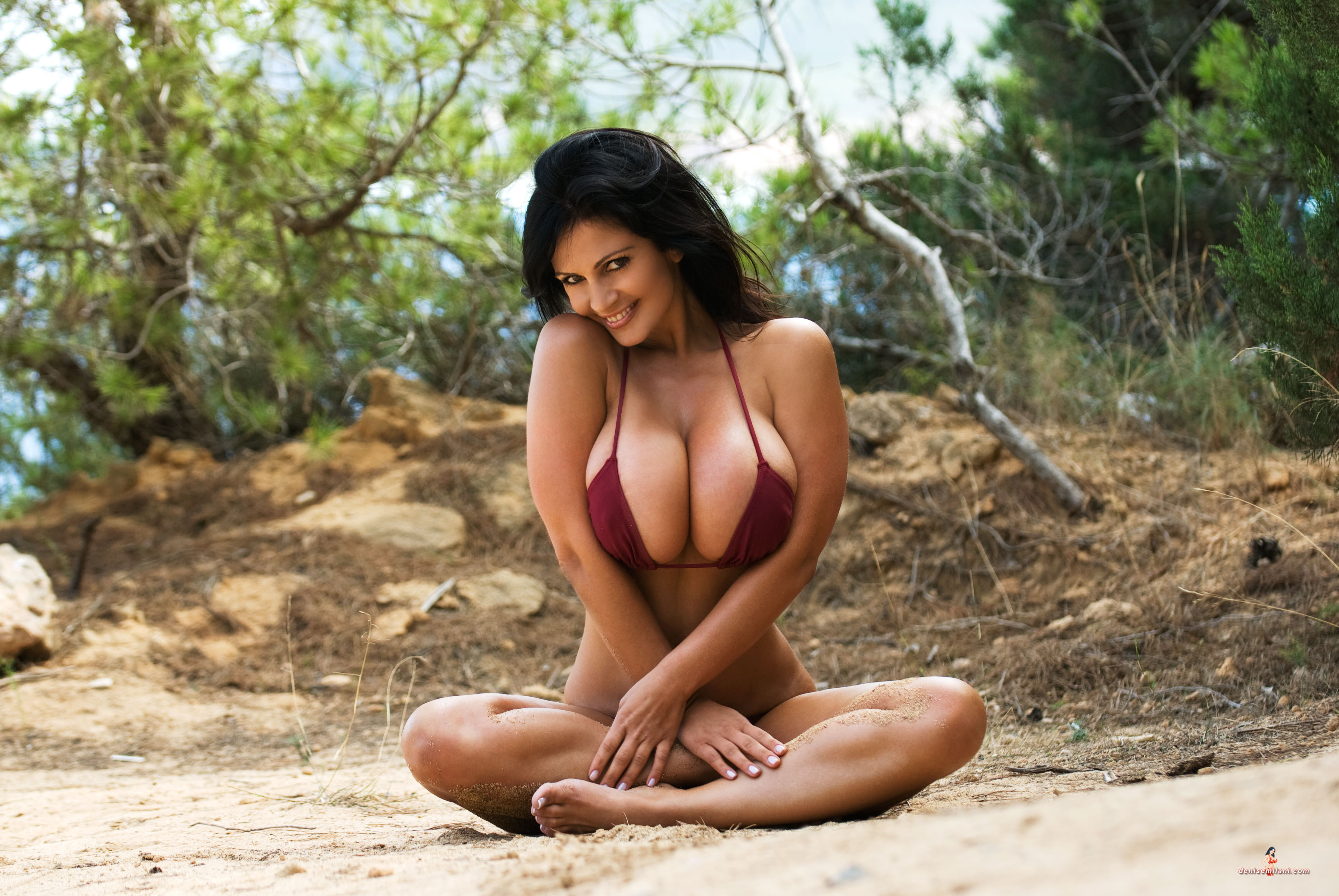 outdoor solo posing of a natural beauty with big boobies  484480