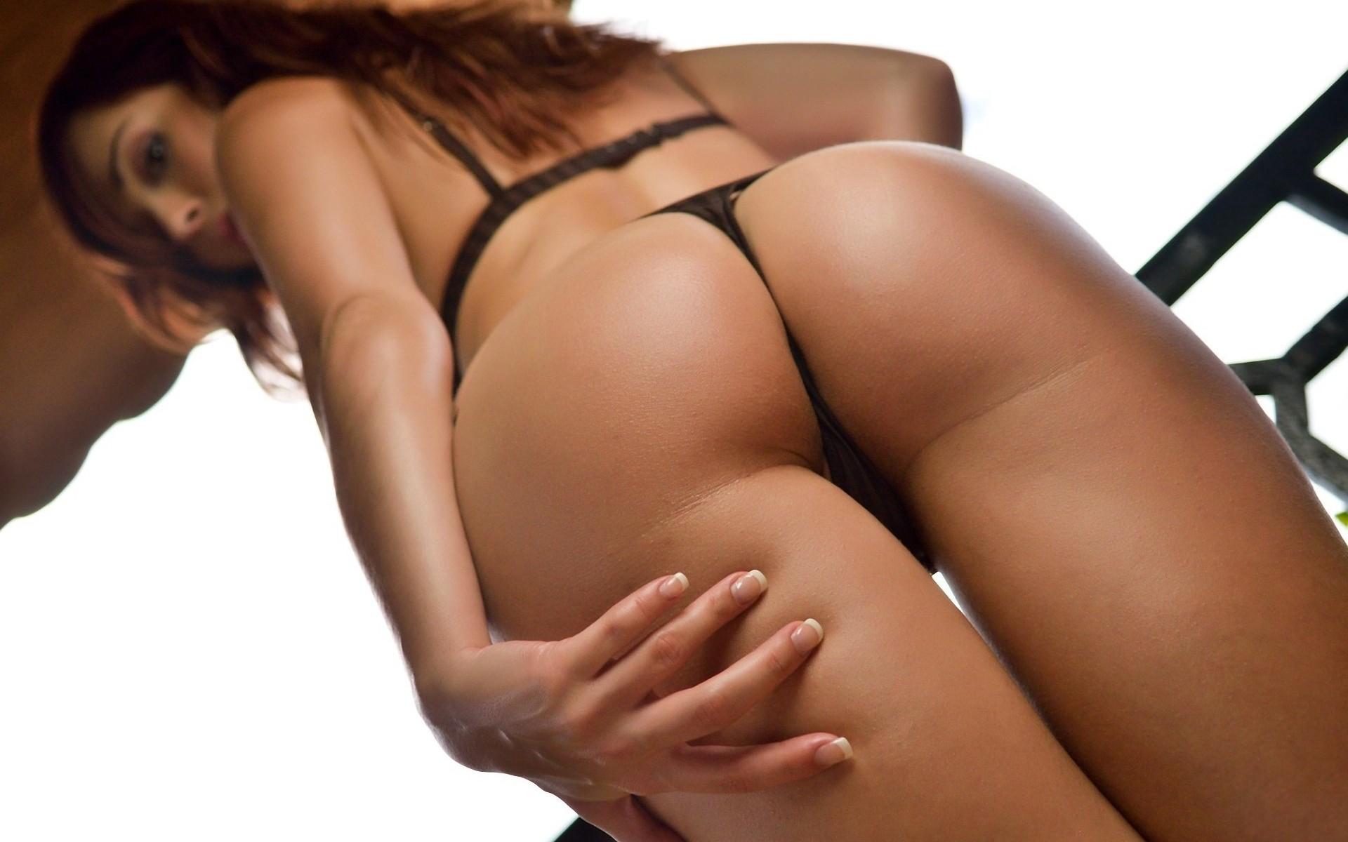 Сексуальной упругая стрингах девушки в попка