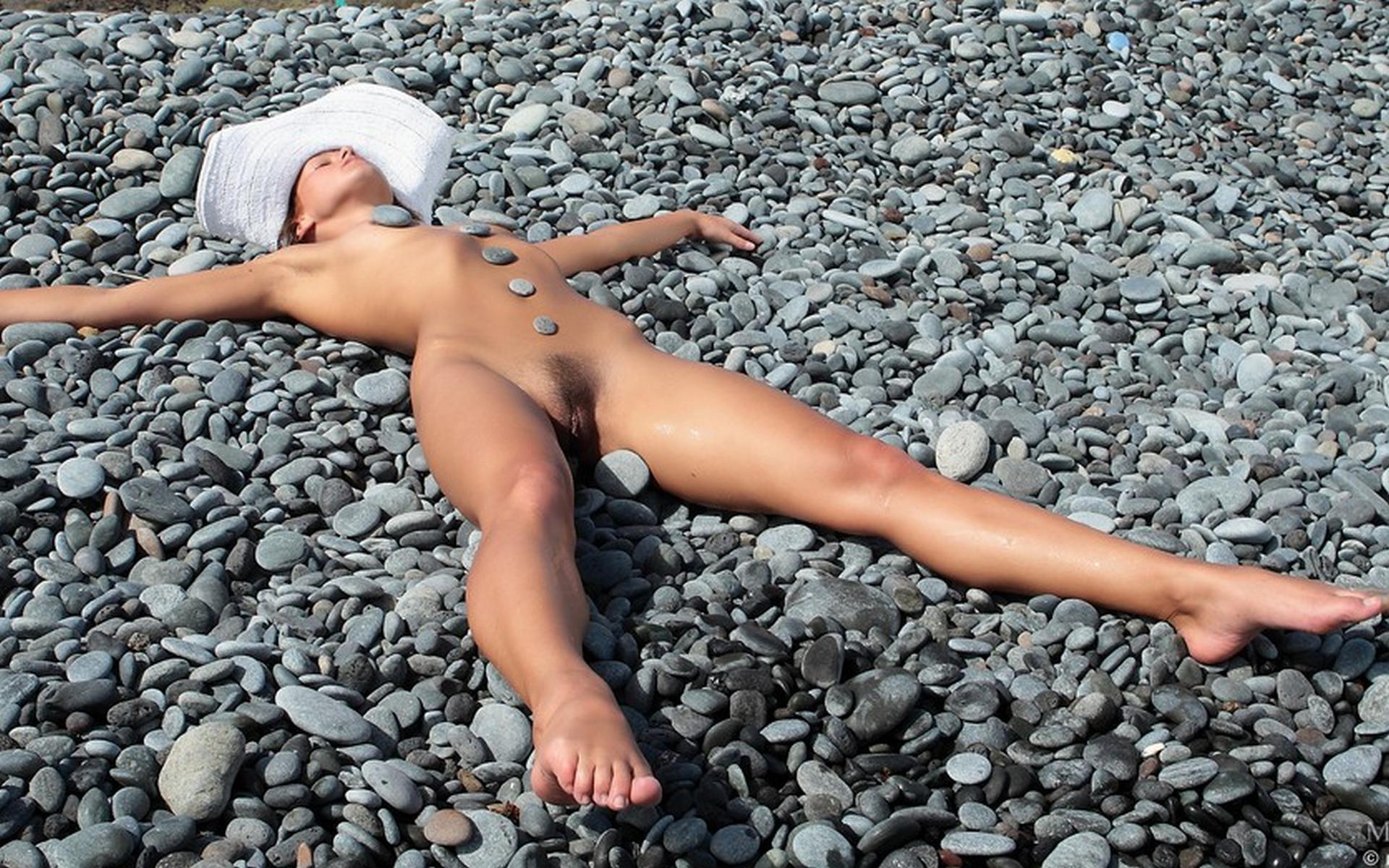 Фото голые девушки в шляпках 10 фотография
