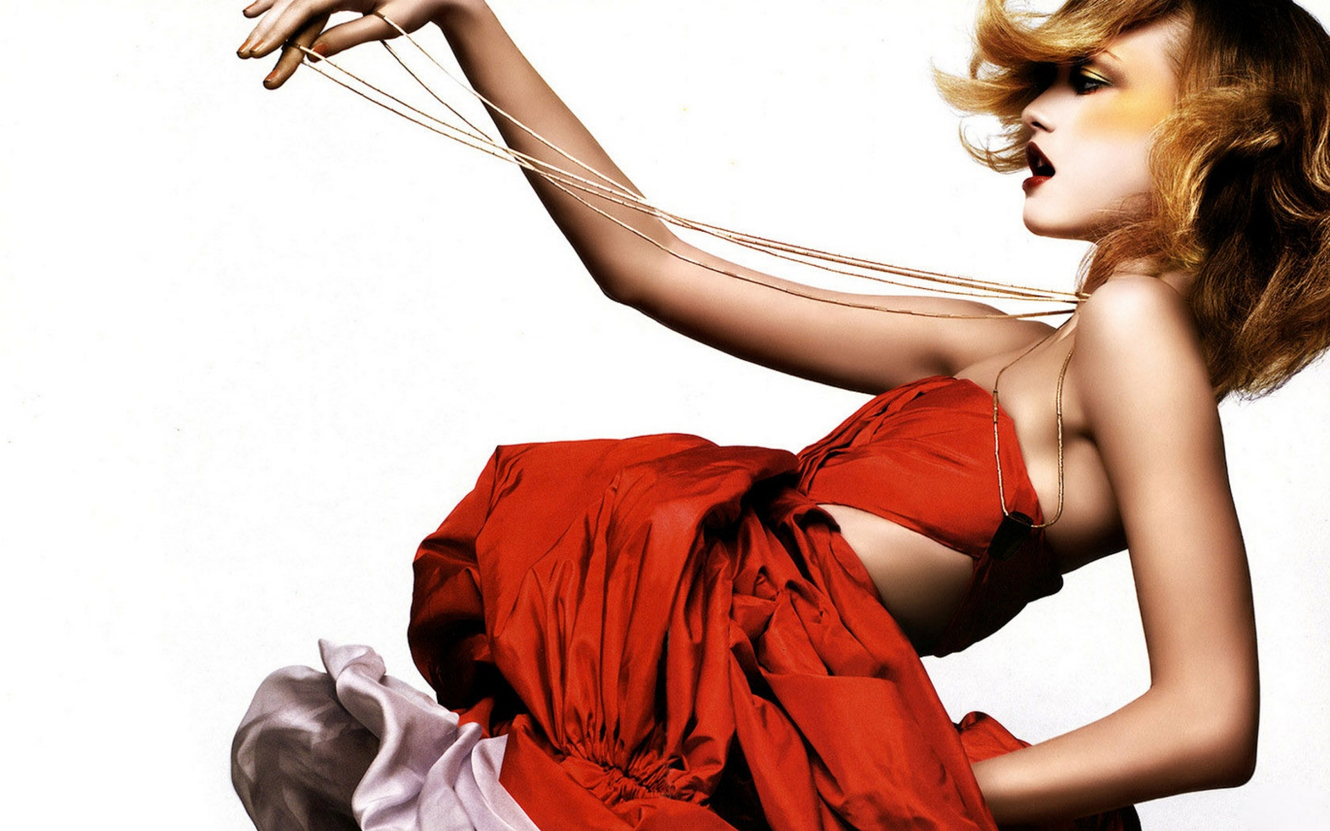 бесстрашная девушка в красном загрузить