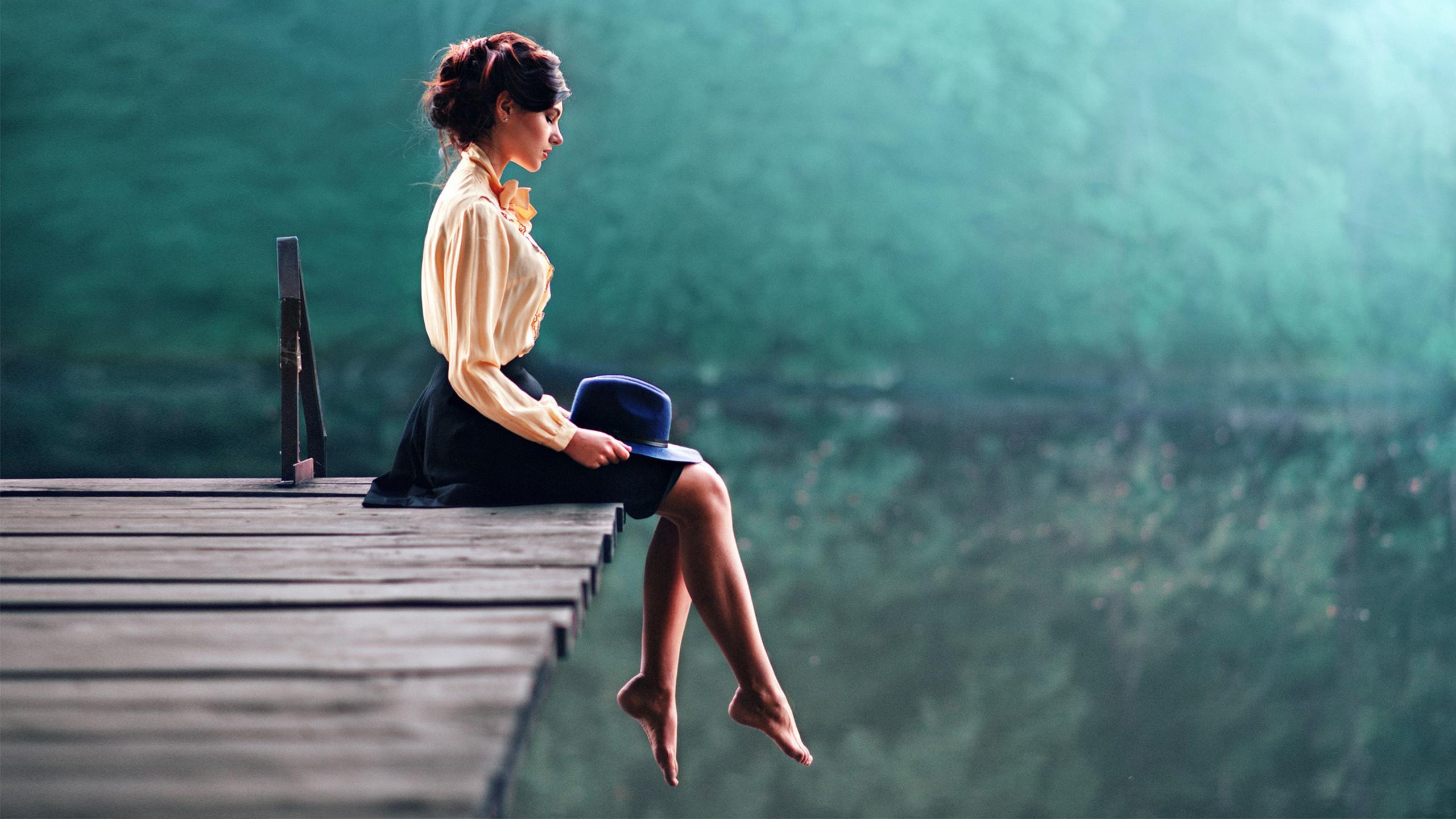 Мечтающая девушка  № 1959426 загрузить