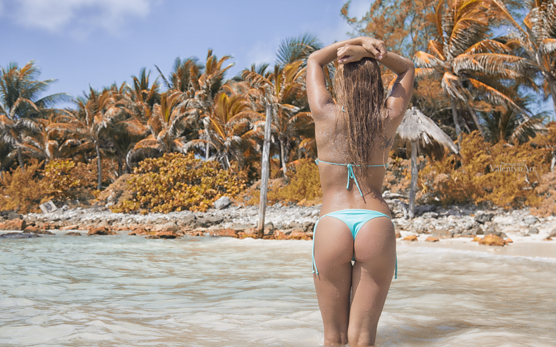 Голые на пляже в чулках ответ