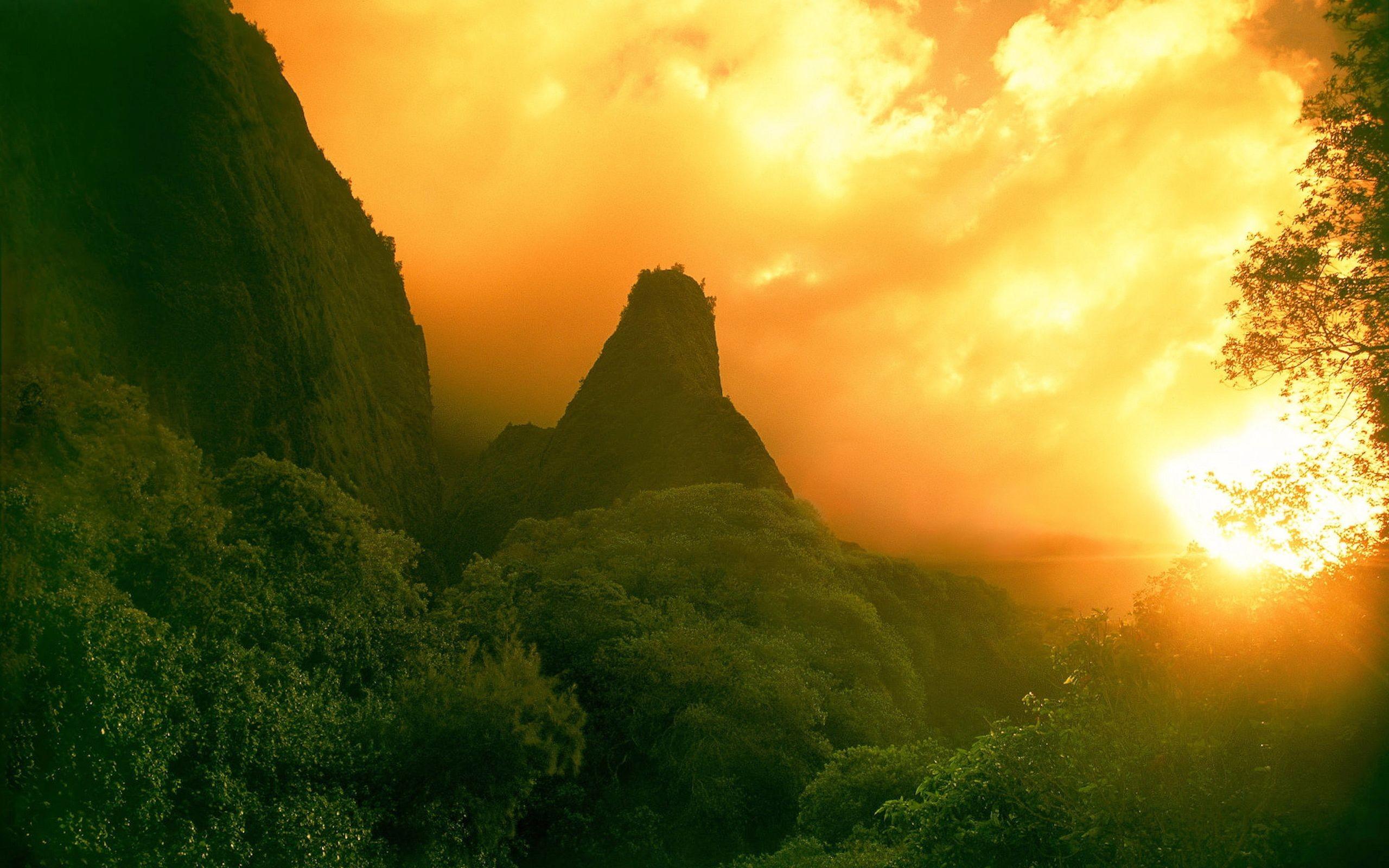 горы растительность лучи солнца скачать