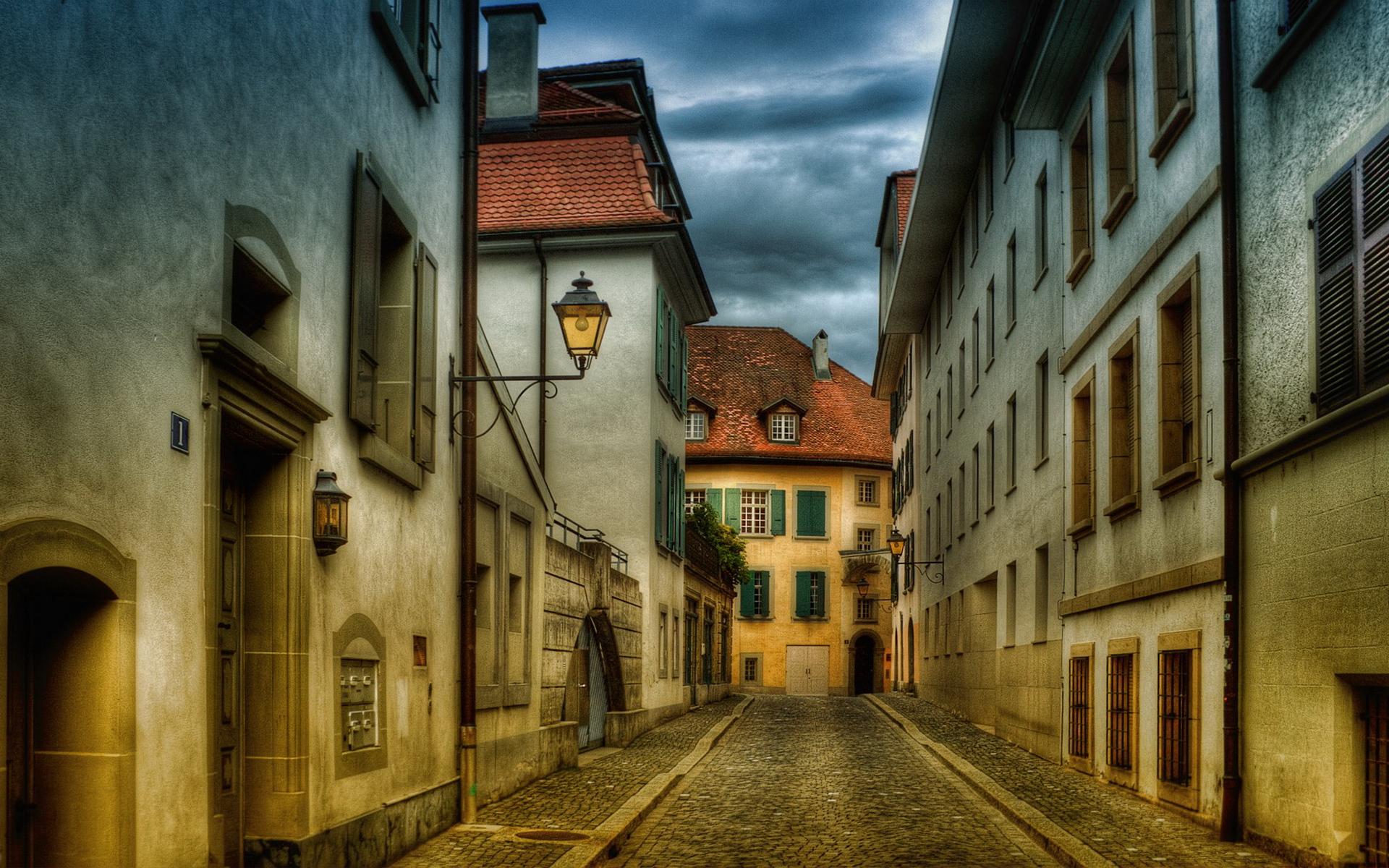 Картинка с фонарем старый город, коллеге