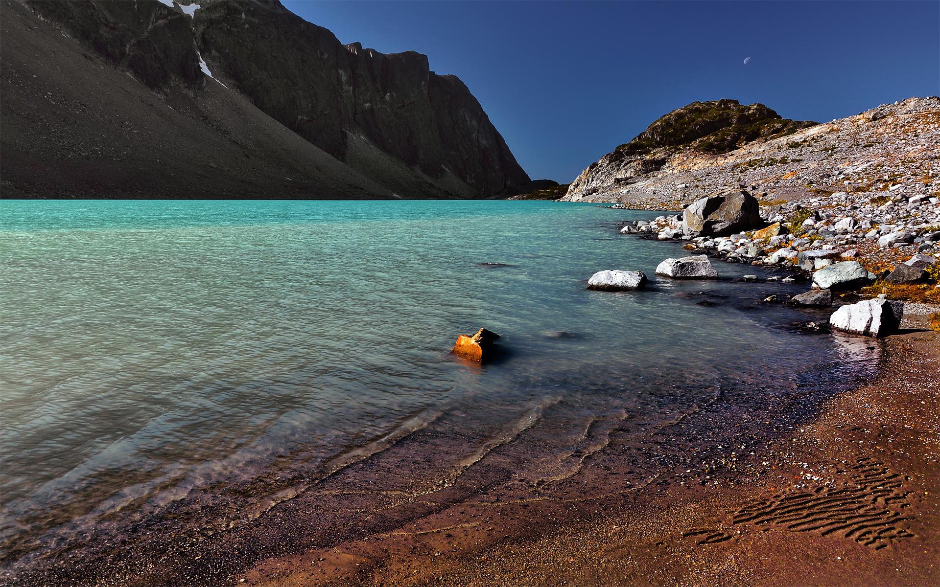 Озеро и утесы бесплатно