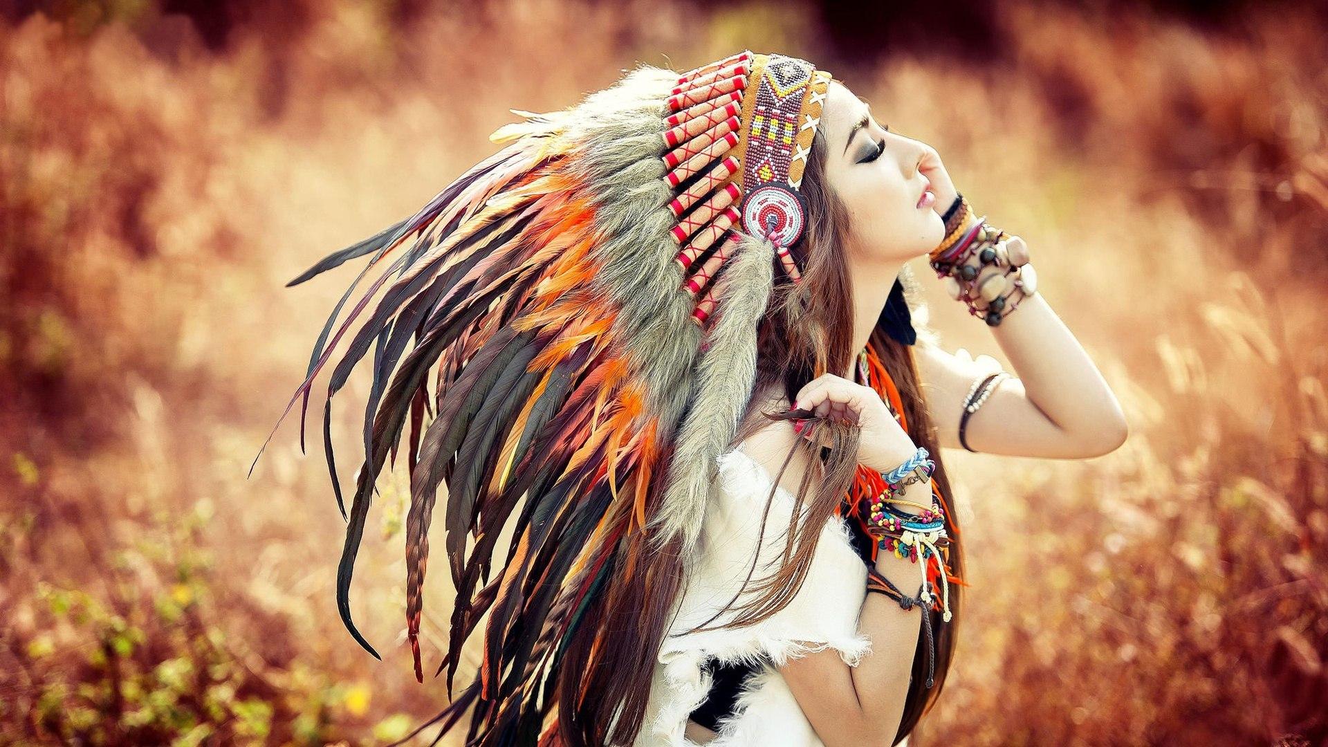 Девушка с перьи анонимно