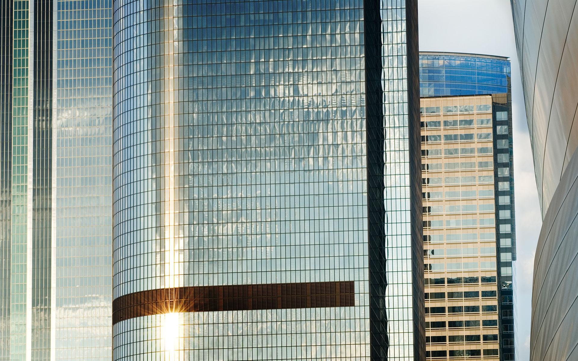 овальное стеклянное здание  № 2214514 без смс