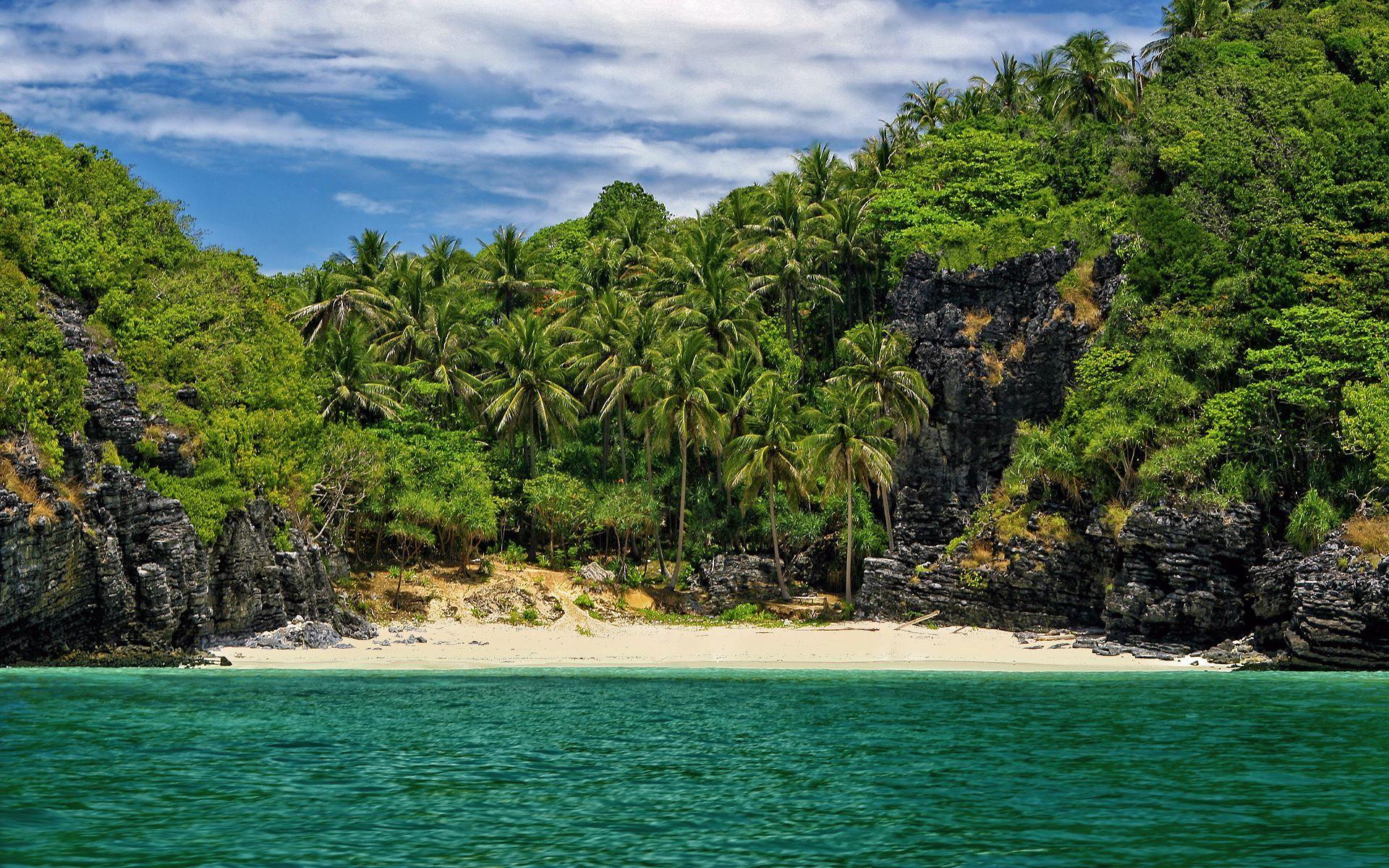 маленькие острова среди гор  № 253104 без смс