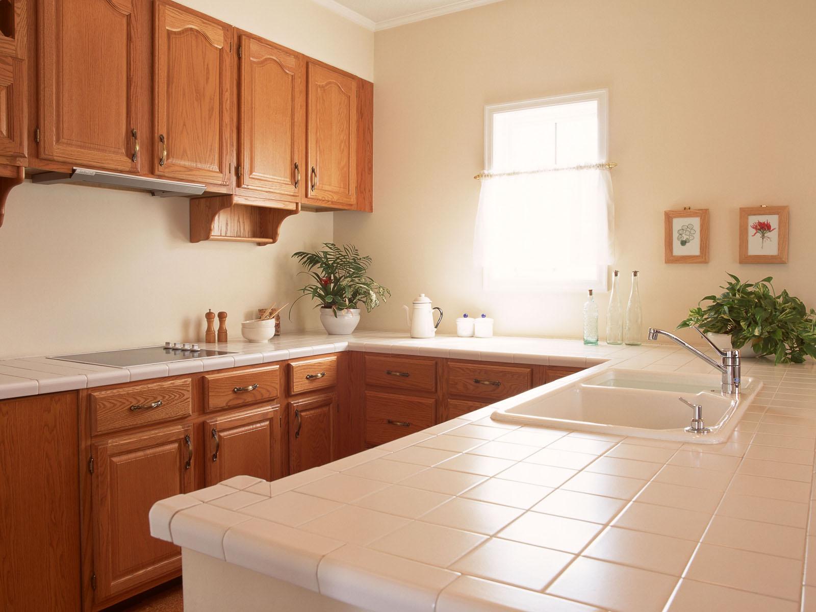 Светлая кухня  № 1754538 бесплатно