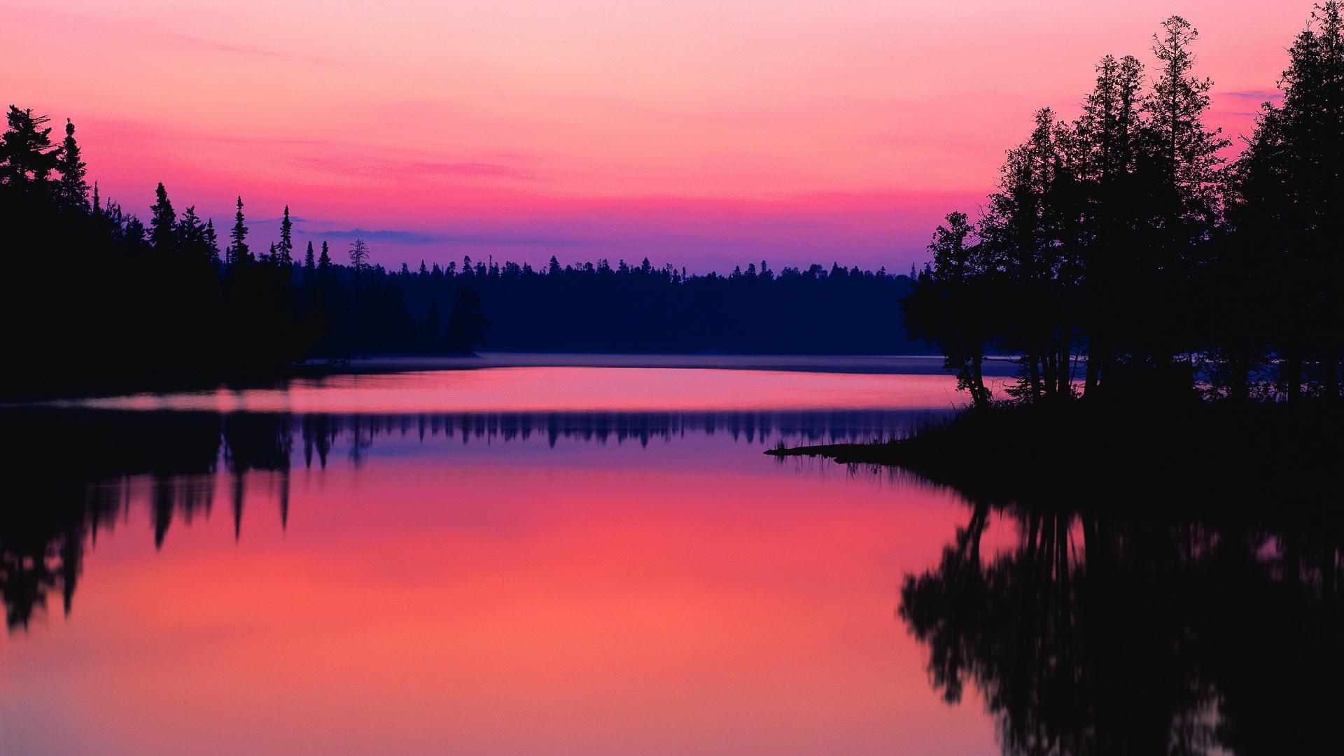 нежный закат над озером на телефон