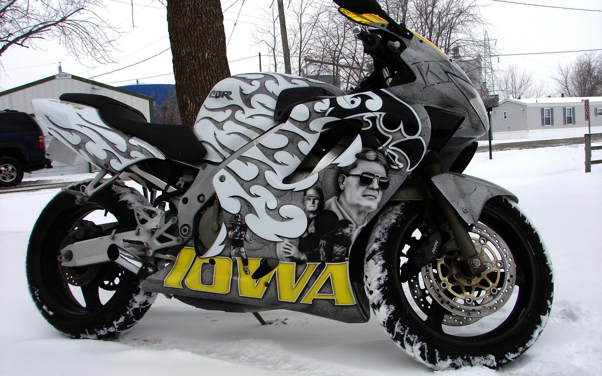 мотоцикл снег красный  № 778043 загрузить