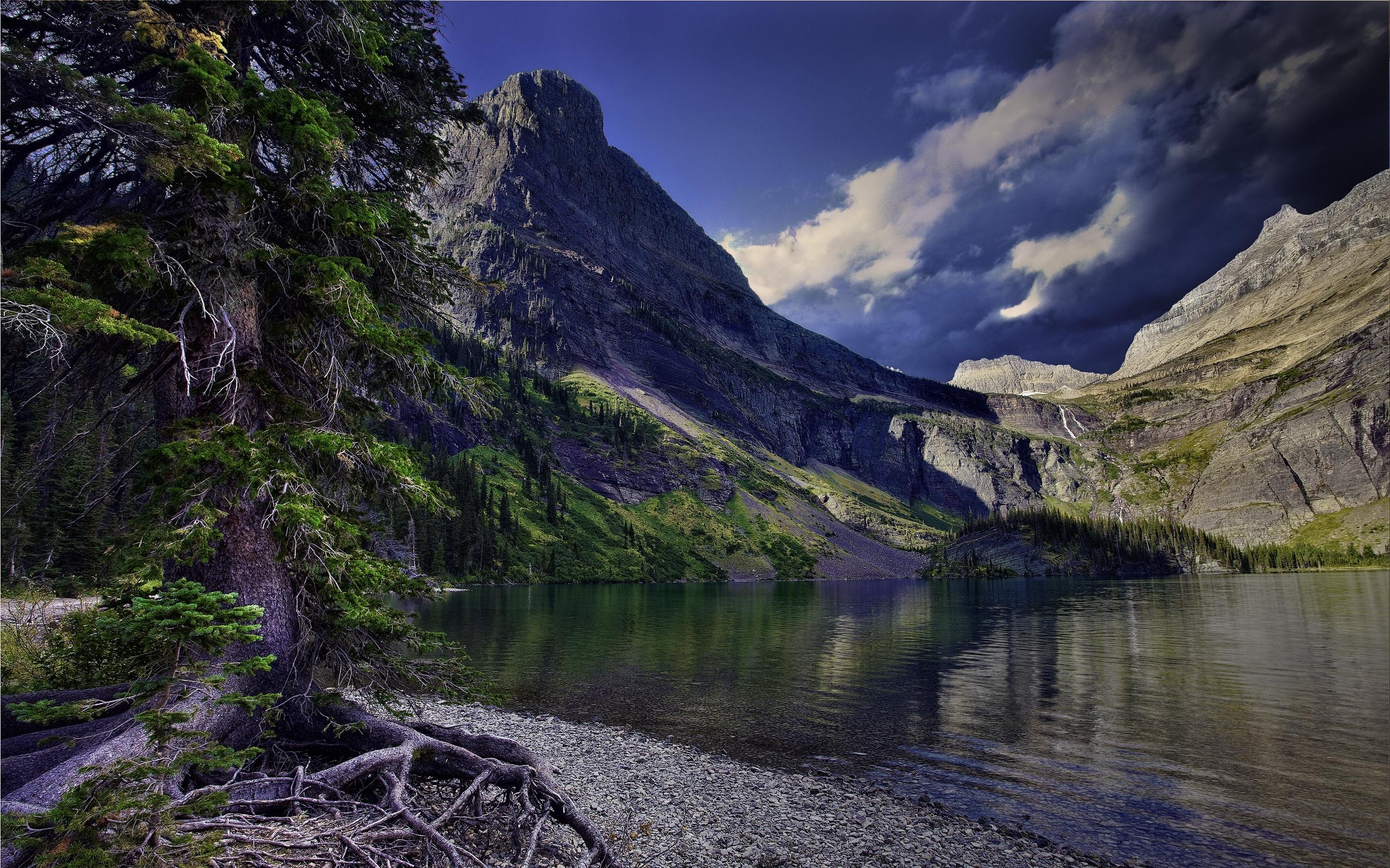 Озеро у подножья гор скачать