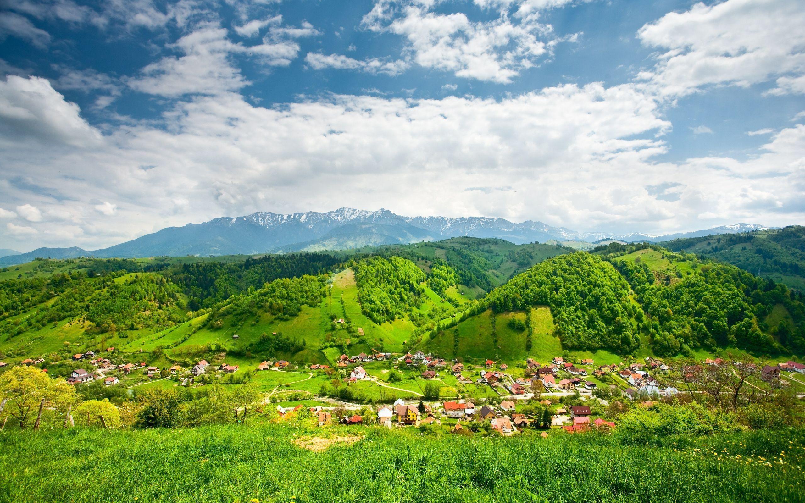 красочный город в горах бесплатно