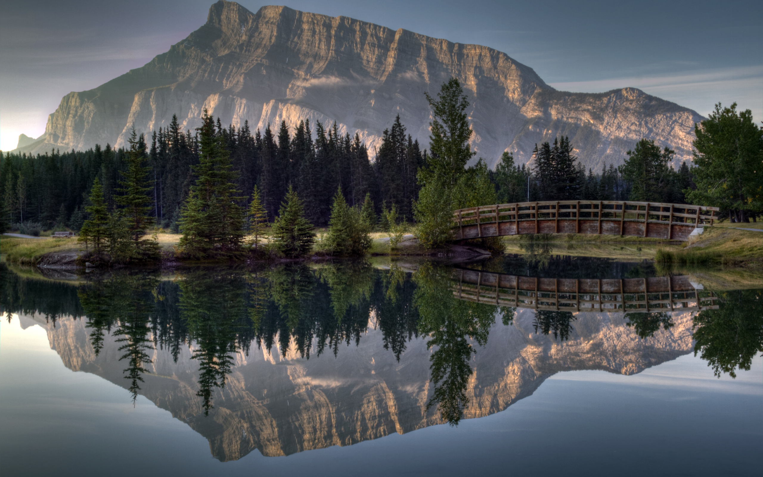 Озерцо мостик лес горы  № 2950098  скачать