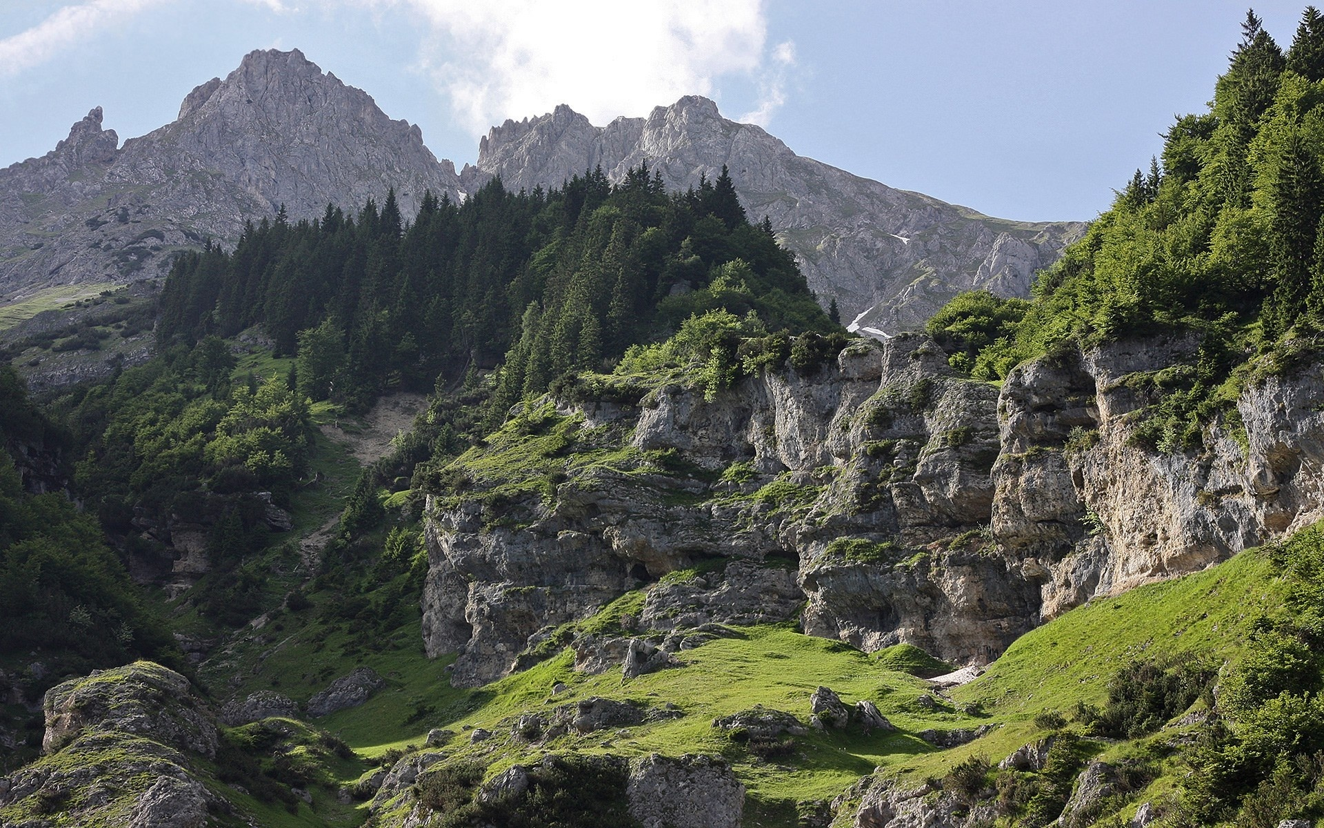 Природа горы скалы лес деревь небо облака  № 2864120 без смс