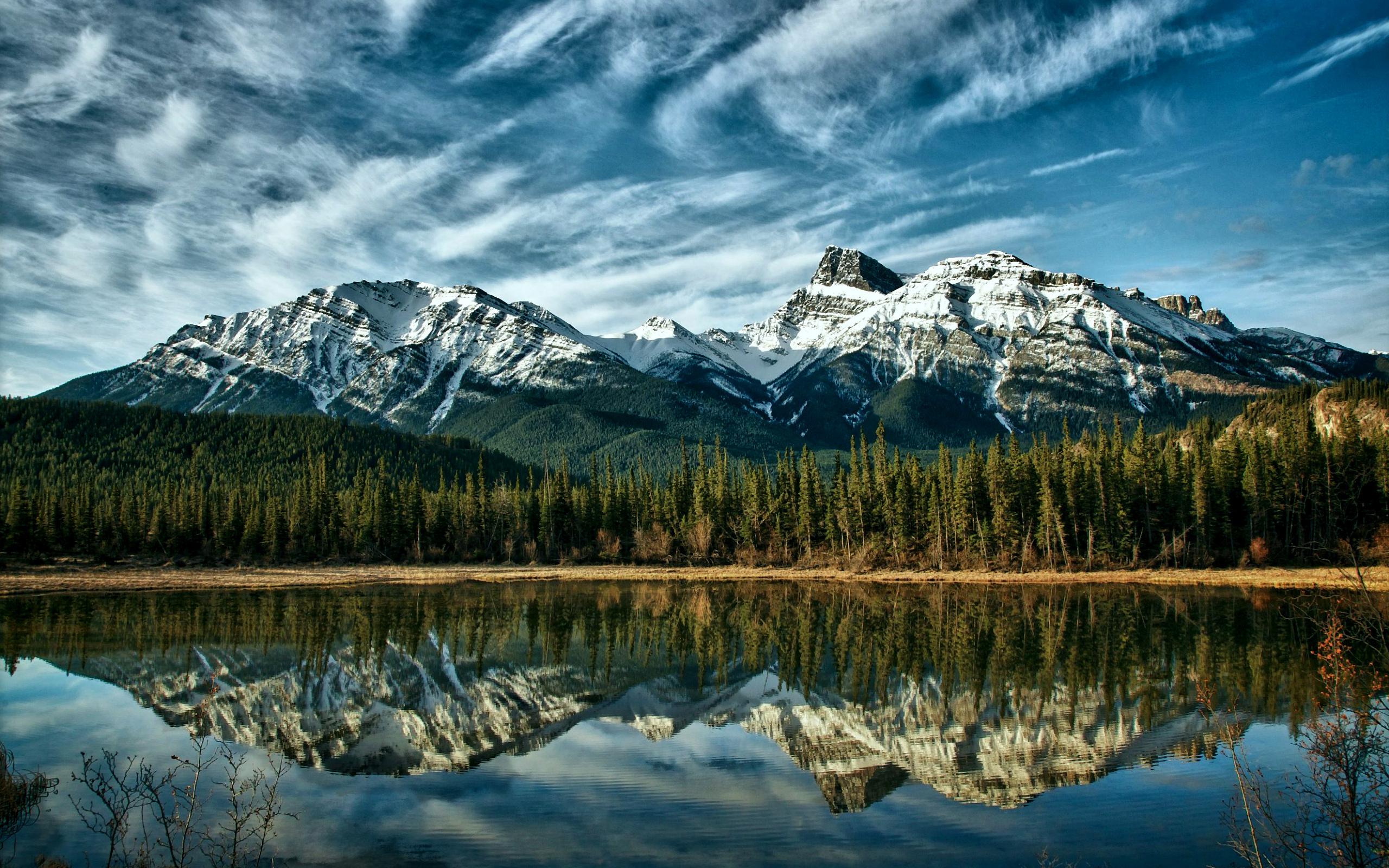 Фонтан озеро лес горы загрузить