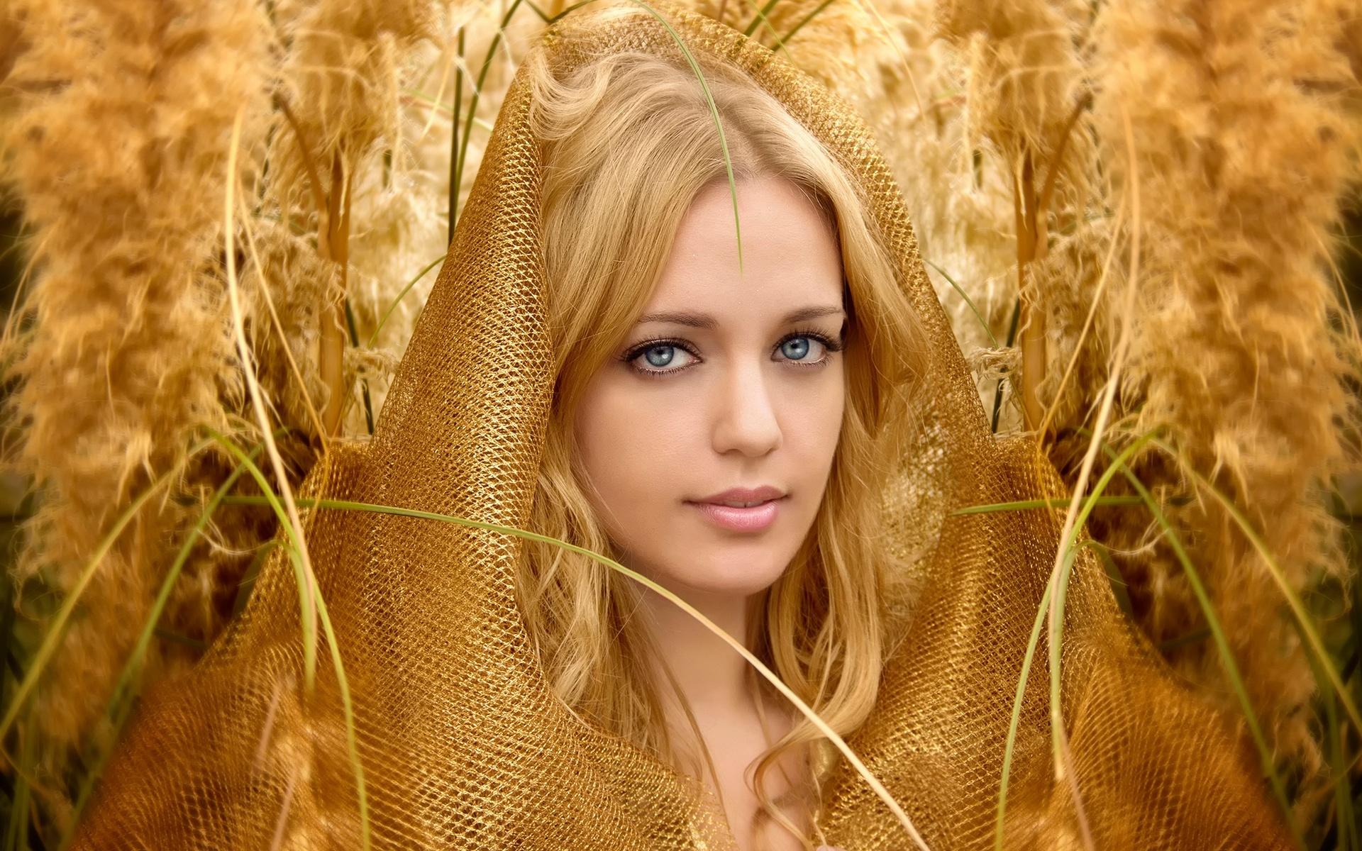 девушка в золоте взгляд лицо  № 1869931 бесплатно