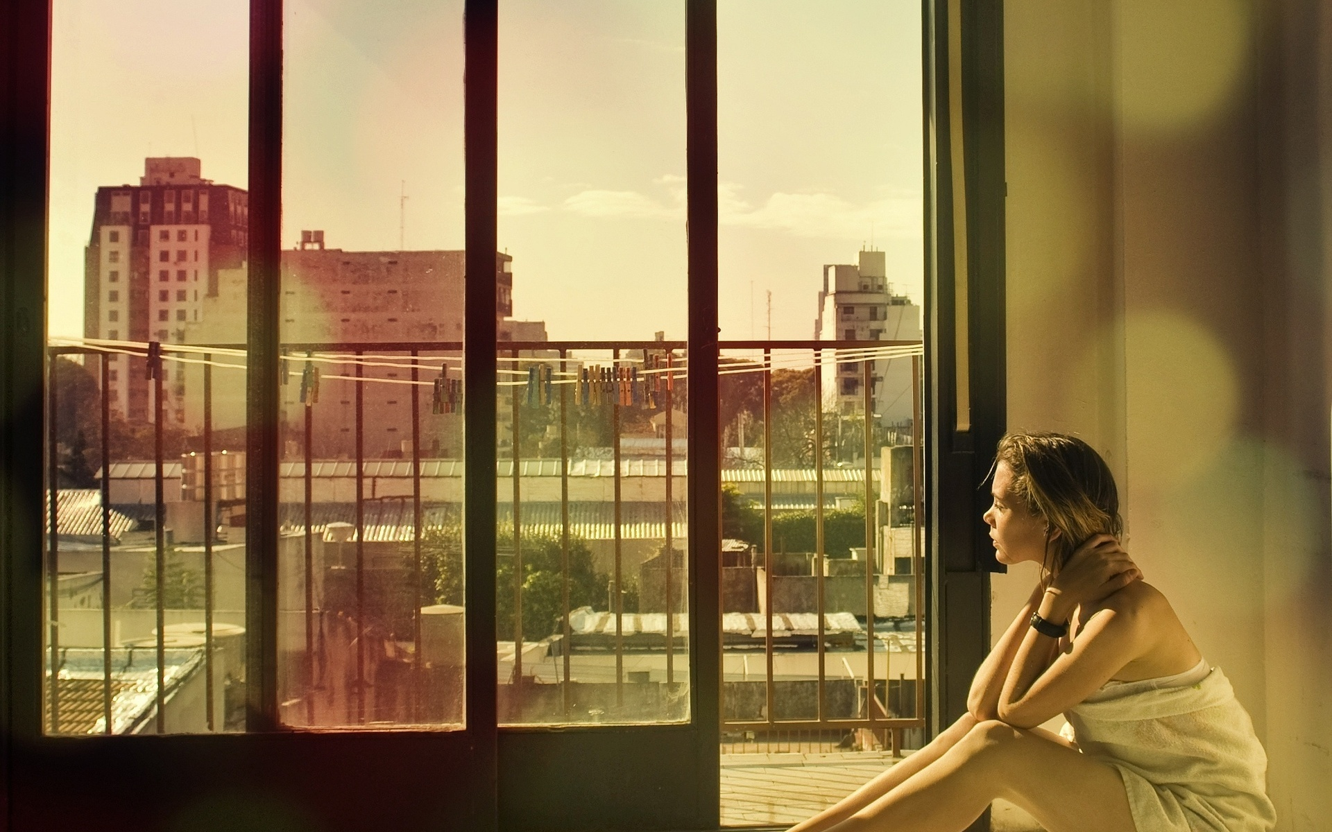 девушка на балконе без смс