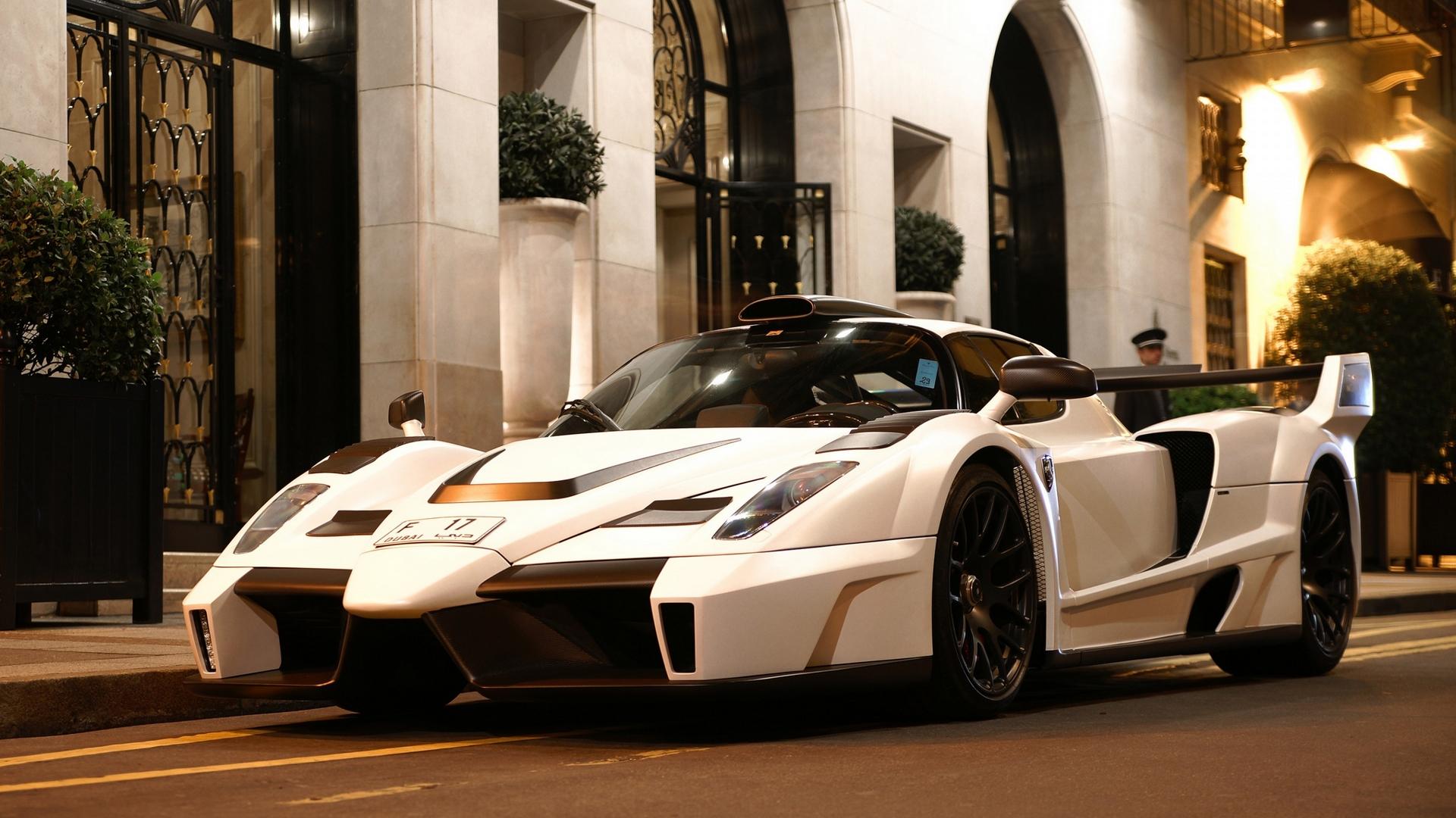 белая Ferrari анонимно