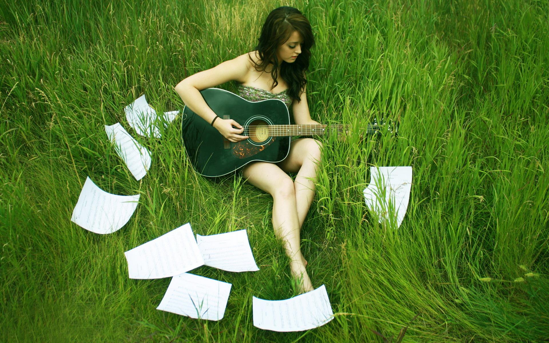 девушка трава листья  № 63026 без смс