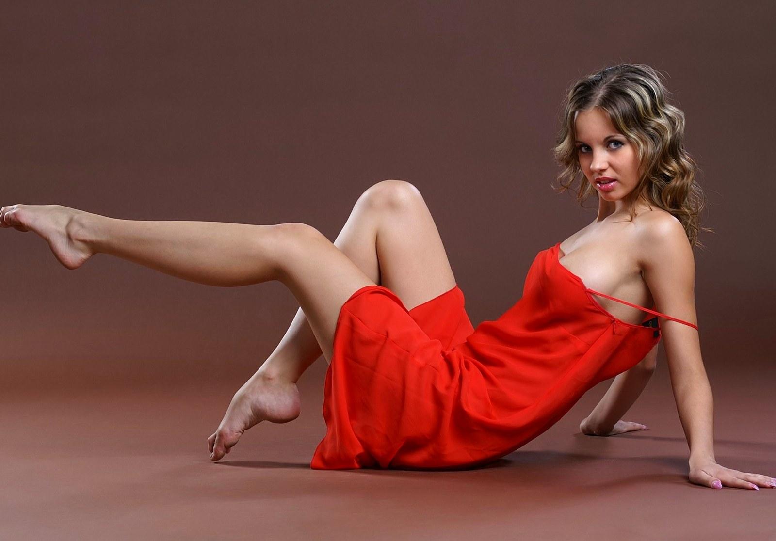 Чарующие девушки и женщины с прекрасными ножками  360887