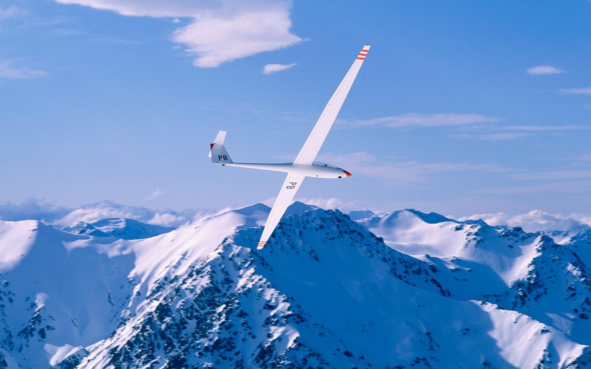 Истребитель над снежными вершинами скачать